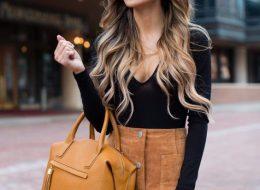 светло-коричневая замшевая юбка с черной кофтой