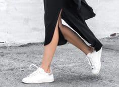С чем носить женские белые кроссовки в 2020